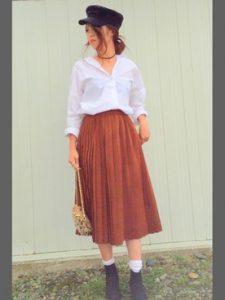 キャメルのプリーツスカートと白シャツで爽やか可愛らしく♡