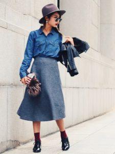 ミモレ丈のグレースカートとデニムシャツのモダンコーデ