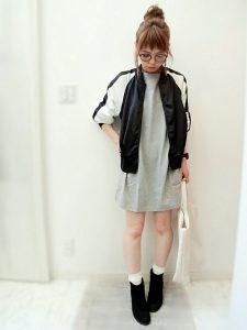 スタジャンとBIGTシャツのモテカジ女の子コーデ