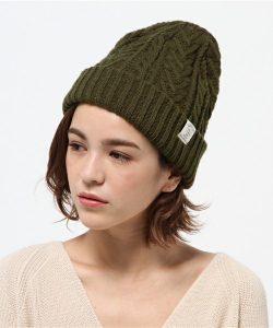 ケーブルとリブのリバーシブルの気分で変えられるニット帽!前髪はサイドに