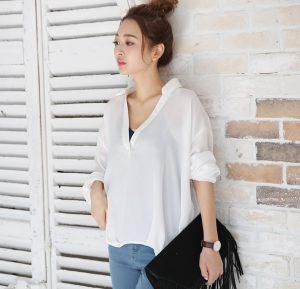 春にさらっと着たいレディース白シャツ♡インナーは何着る?