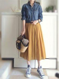 黄色のフレアスカートが生える大人可愛いコーデ