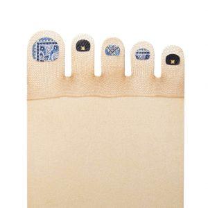 ヒルナンデスでも紹介された爪部分にネイル風デザインがプリントされたストッキング