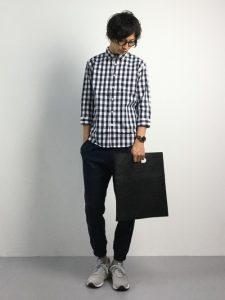 ギンガムチェックシャツの清潔感あるジーパンコーデ