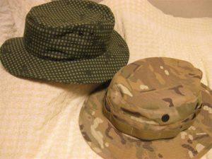 ブーニーハットとは、360度つばがついており、顎ひもがついた軍用帽子のこと