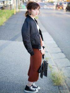 秋カラーのスリットタイトスカートとMA-1で上品に