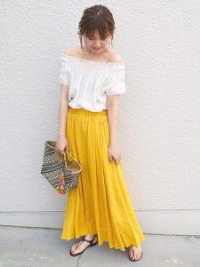 ビタミンカラーのマキシ丈スカートが映えるコーデ♡