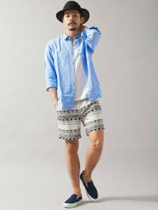 リゾートや旅行で履きたいボタニカル柄ハーフパンツのコーデ