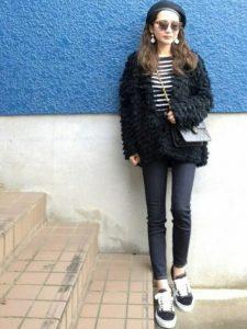 モコモコアウターを使ったブラックファッション!