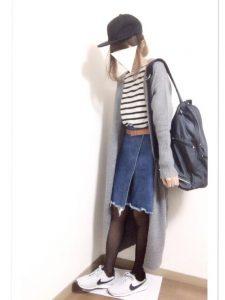グレーのロングカーディガンが温かいカジュアルスポーティファッション!