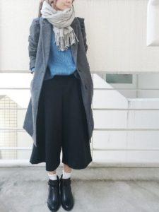 ちょっぴり背伸びしたグレーのチェスターコートファッション!