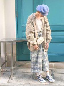 【おすすめ②】ニットカーディガンの秋・冬コーデ. 存在感あるボリューミーなニットカーディガンの女子高生ファッション!