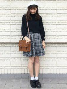 チェックフレアスカートとベレー帽のきれいめ可愛い女子高生ファッション!