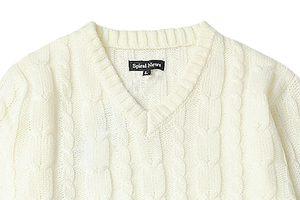 Vネックセーターを着るときのインナーの選び方!