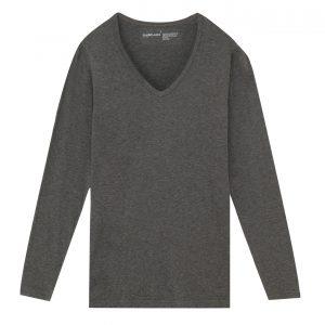 無印良品のオーガニックコットンを使用し、綿の風合いを生かしたVネックシャツ!