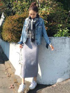 トレンドリブスカートとデニムジャケットの秋コーデ!