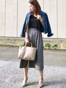 今年トレンドのグレンチェックのスカート合わせるデニムジャケットコーデ!